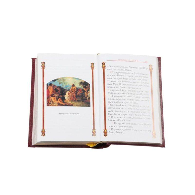 """Православная книга """"Святое Евангелие"""" в кожаном переплете"""
